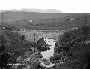 Meeaneary, Co. Donegal, late 19th Century. Photo by Robert French, Lawrence Collection, National Library of Ireland L_ROY_01412.